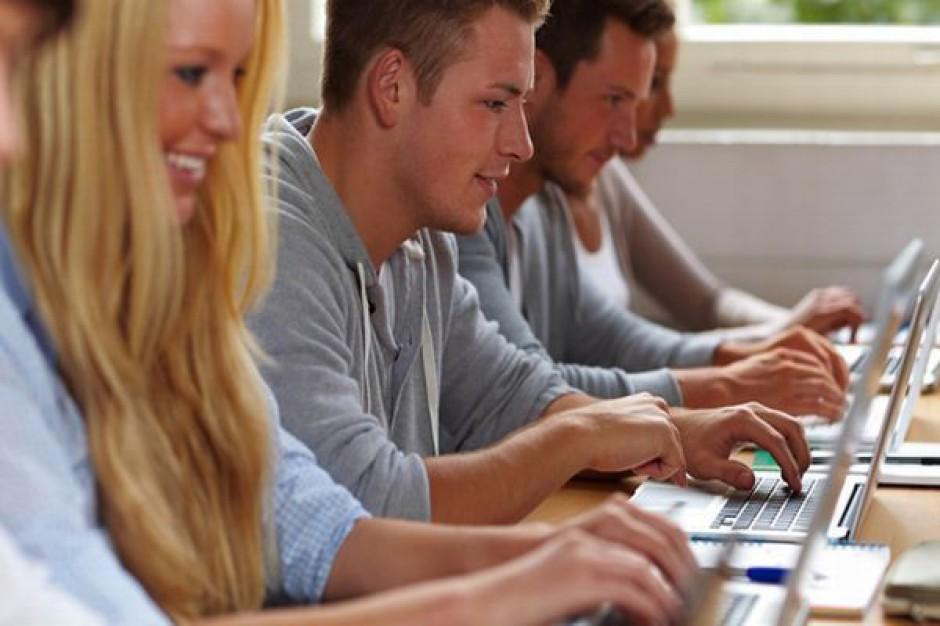 Komputery i bezpłatny internet dla gminy Kowala