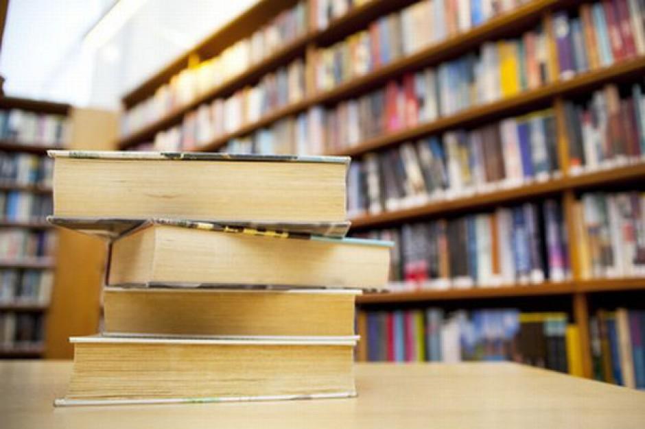 Bibliotekarz-pracownik, a bibliotekarz-nauczyciel