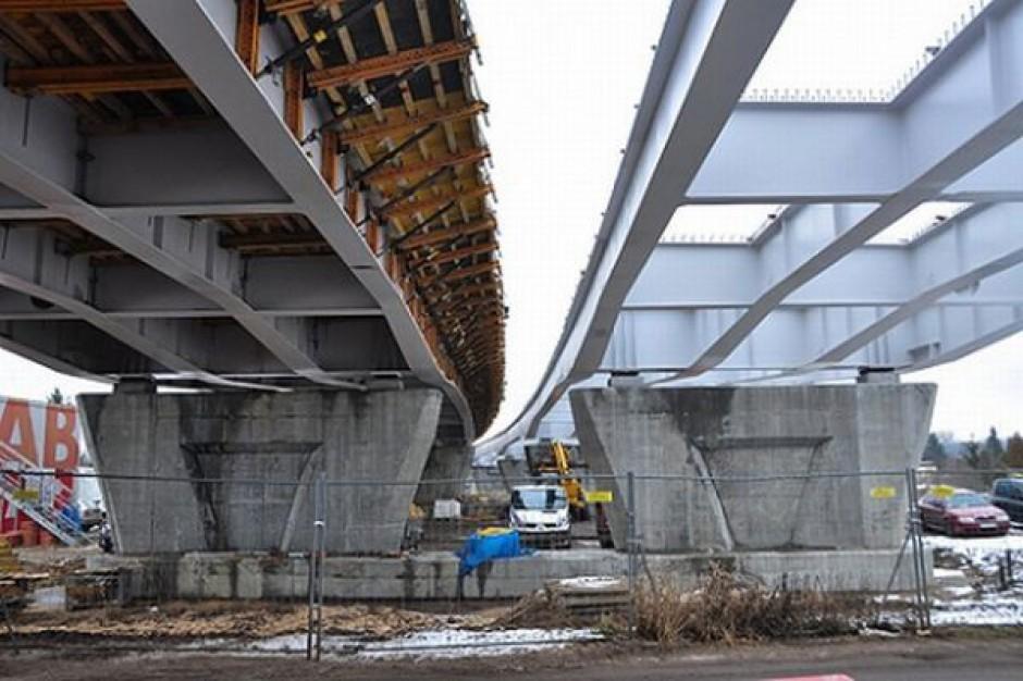 Przedłużona budowa mostu w Toruniu