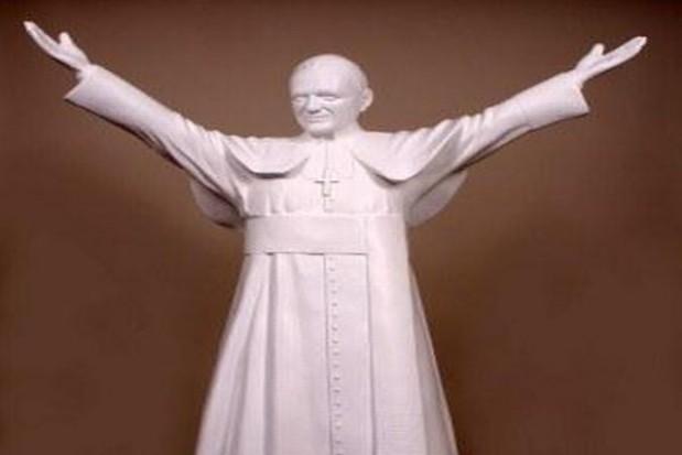 Kończy się budowa figury Jana Pawła II dla Parku Miniatur Sakralnych w Częstochowie