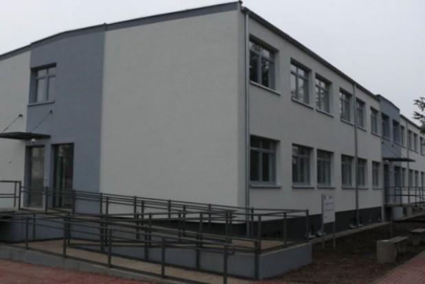 Pierwsi najemcy budynku socjalnego w Kołbaskowie otrzymali klucze