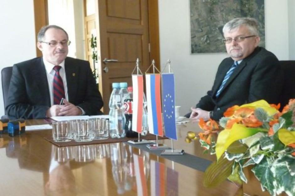 Umowa na przebudowę placu w Suwałkach