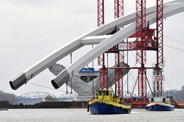 Zakończył się transport przęsła mostu