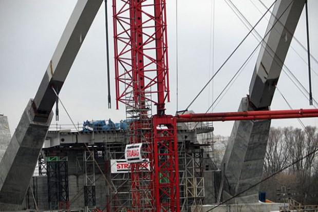 Łuk przęsła toruńskiego mostu już na podporach