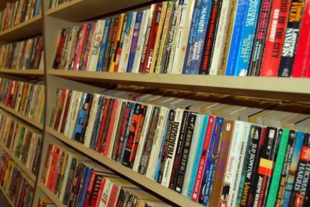 Opłaty za korzystanie z bibliotek? To unijna dyrektywa