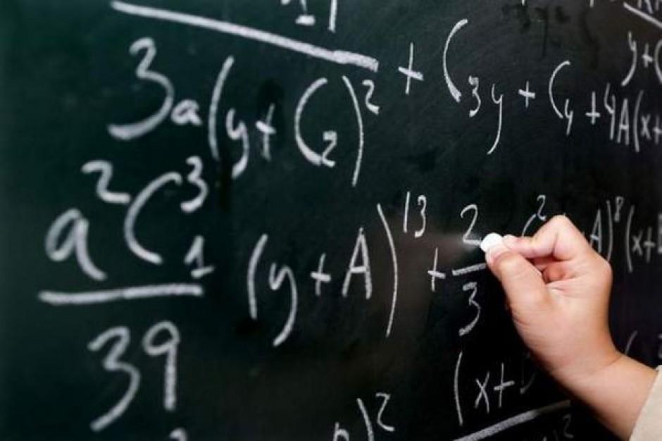 W przypadku łączenia szkół gmina musi poczekać z odwołaniem dyrektora