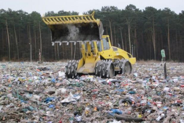 Stalowa Wola: kocioł w kubłach na śmiecie