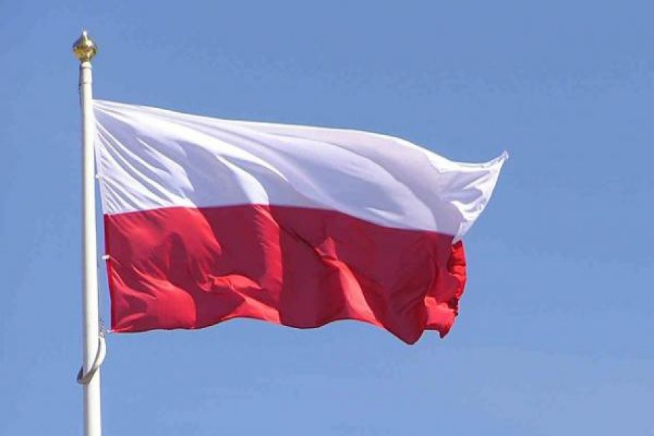 Tarnowski urząd rozdaje flagi