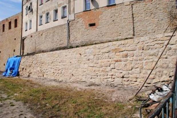 Fortyfikacje w Bystrzycy Kłodzkiej odzyskują średniowieczny blask