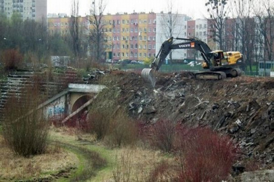 Rozbiórka korony dawnego stadionu