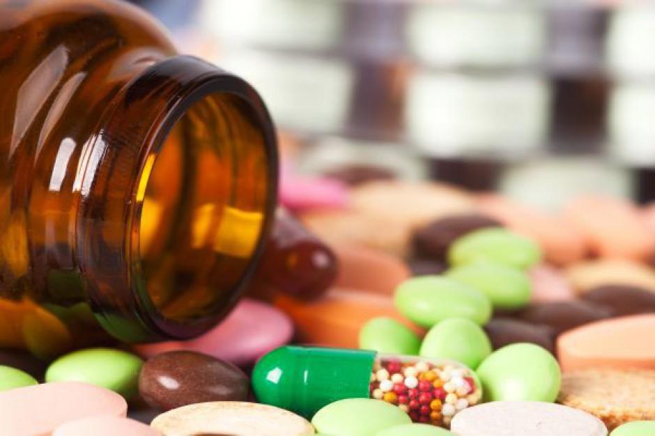 Urzędnicy kręcą bat na eksport leków