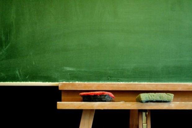 Uchwały o likwidacji szkół w Dąbkach nieważne