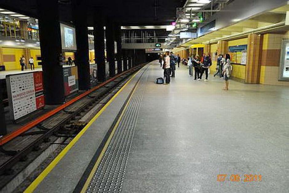 Metro kursuje bez utrudnień