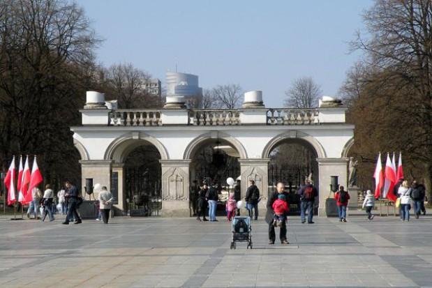 Apel przed Grobem Nieznanego Żołnierza w Warszawie