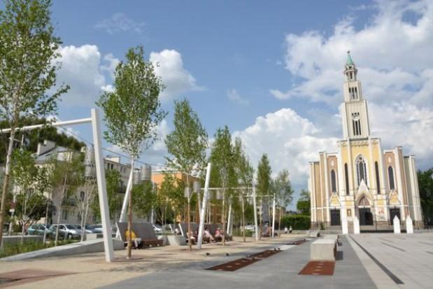 Odnowiono warszawski Plac Szembeka