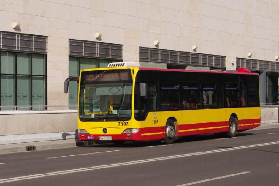 Śledzą miejskie autobusy na smartfonach