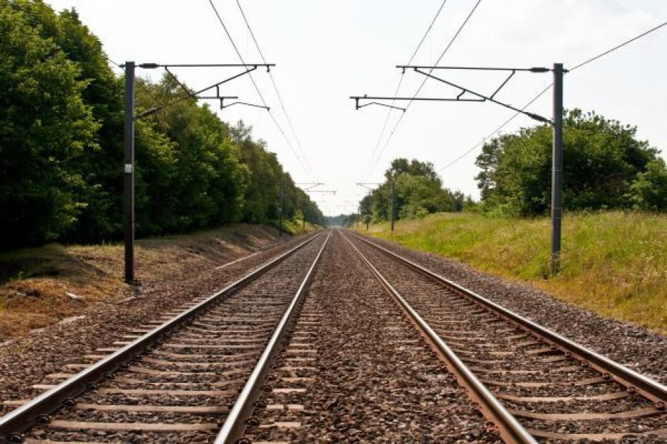 Krytykują rząd i PKP za opóźnienia w realizacji inwestycji kolejowych