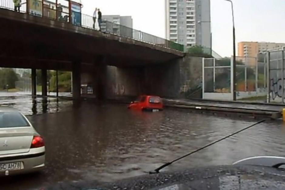 Miejski zarządca dróg zapłaci za zalane auto