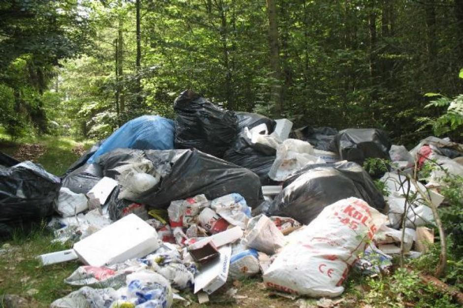 Mieszkańcy wsi blokują nielegalne składowanie odpadów. Pilnują wjazdu dzień i noc