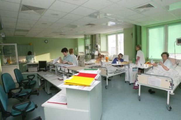 Przekształcenia szpitali w spółki: zniknie marchewka, zostanie kij