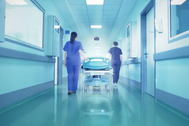 Niechciany słynny szpital tonie