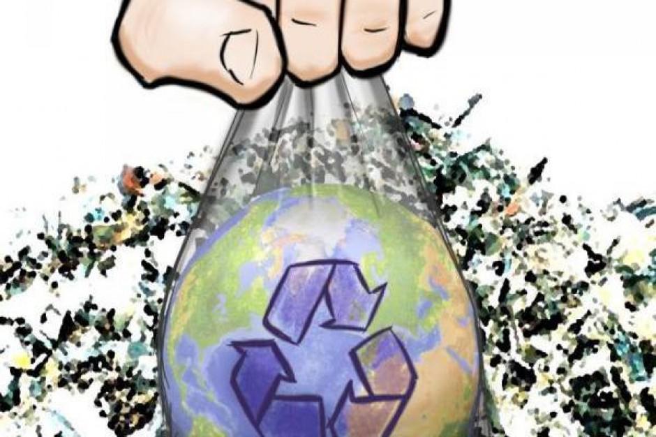 Bałagan ze śmieciami w Żarnowie