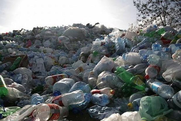 Na wywóz śmieci zamiast na sprzęt i leczenie?