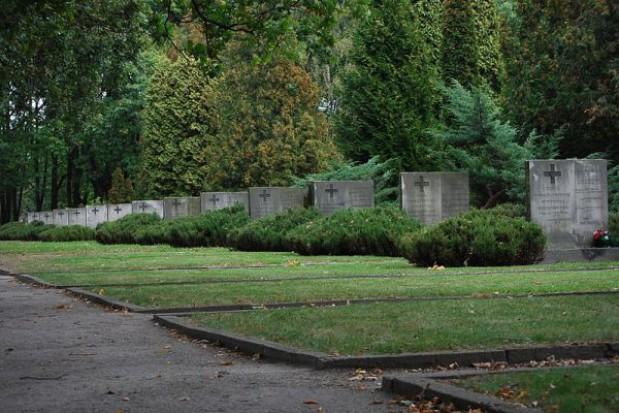 Odnowią Cmentarza Powstańców Warszawy
