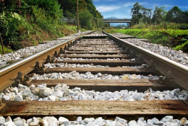 Trwa przywracanie ruchu kolejowego w Warszawie