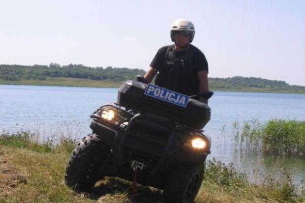 Policyjny patrol quadem nad Jeziorem Tarnobrzeskim