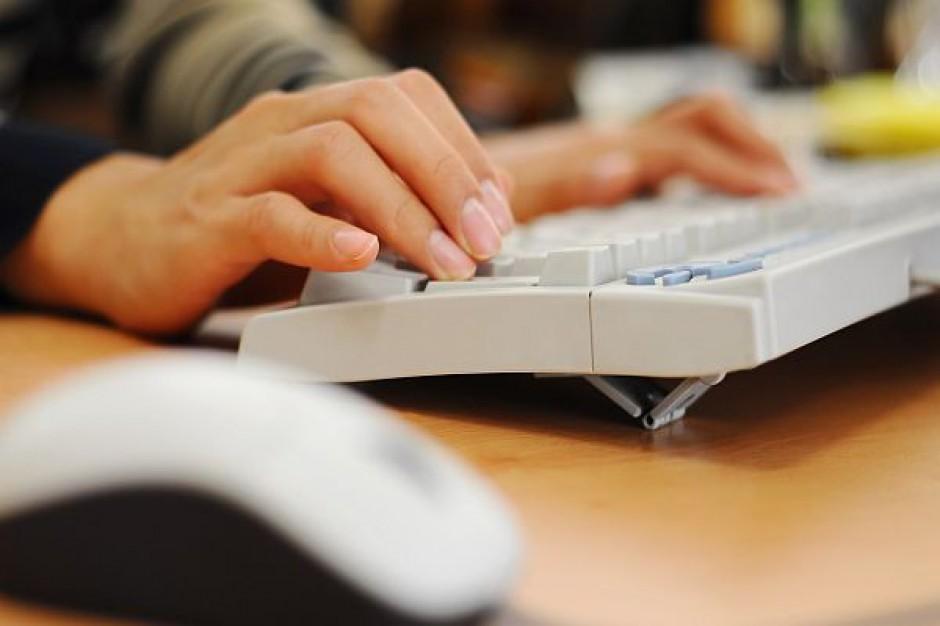 Szkoły chętnie wykorzystują internet w nauce
