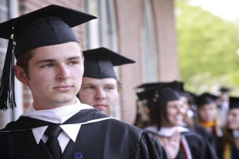 Absolwenci uczelni są dyskryminowani w urzędach