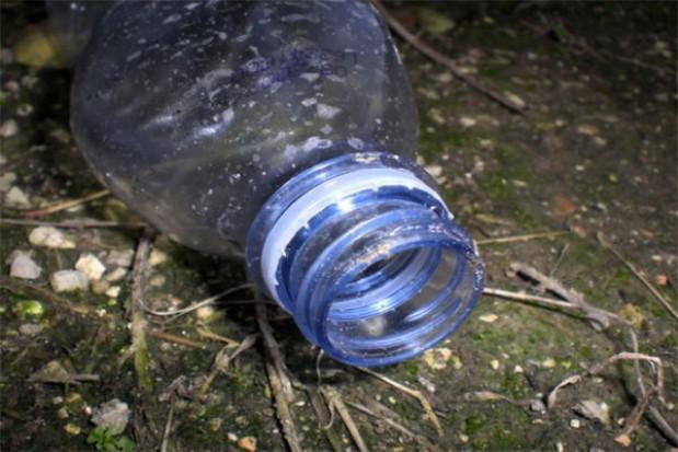 Powstanie choinka z plastikowych butelek