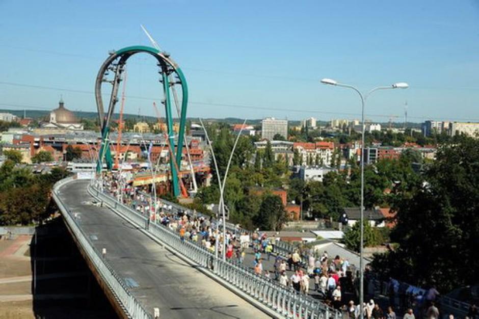 Otwarto Most Uniwersytecki budzący spory