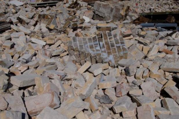 Wyburzą zrujnowaną kamienicę w centrum