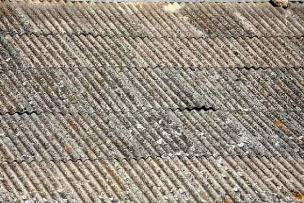 Więcej chętnych na usunięcie azbestu z dachów