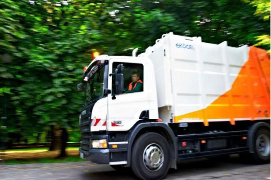 Nowoczesne śmieciarki obsługują Warszawę