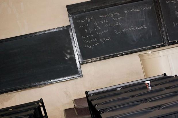 Co wpływa na wyniki egzaminów w szkole?