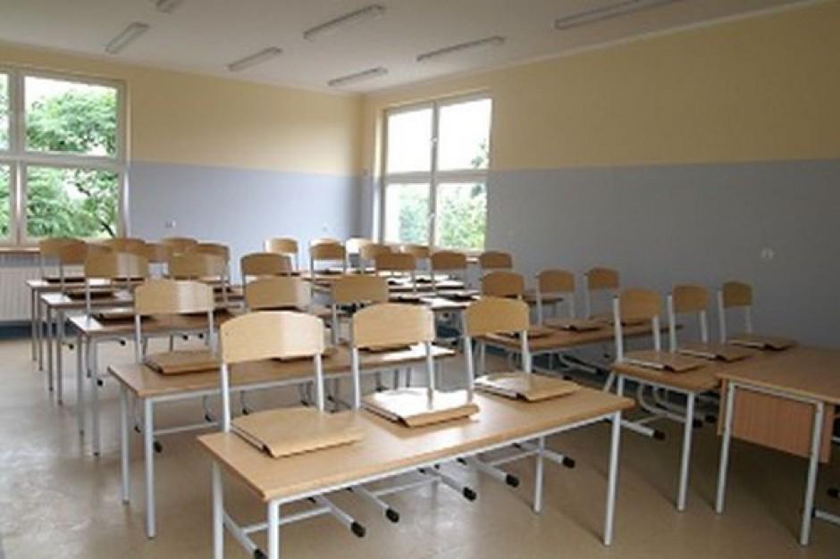Absurdalne wyliczenia Ministerstwa Edukacji. Kredyt lub likwidacja szkoły