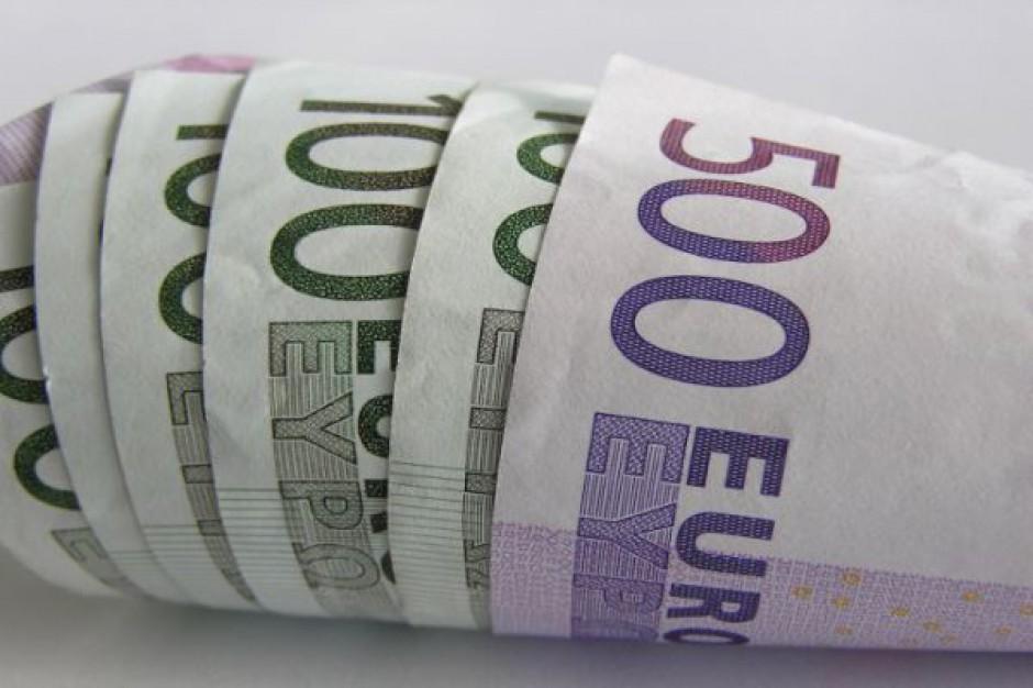 Posłowie promują się przed wyborami za unijne pieniądze