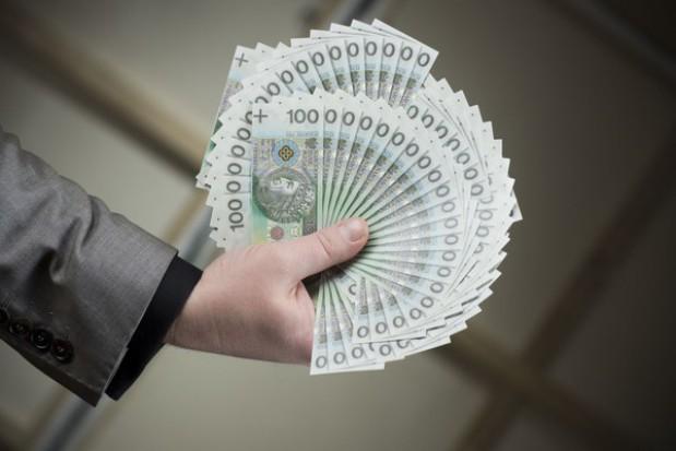 Urzędnikom wpadnie do kieszeni dodatkowa kasa