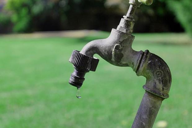 Problem z dostawami wody w świętokrzyskich gminach