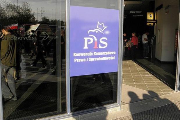 PiS umacnia pozycję w powiatach i gminach