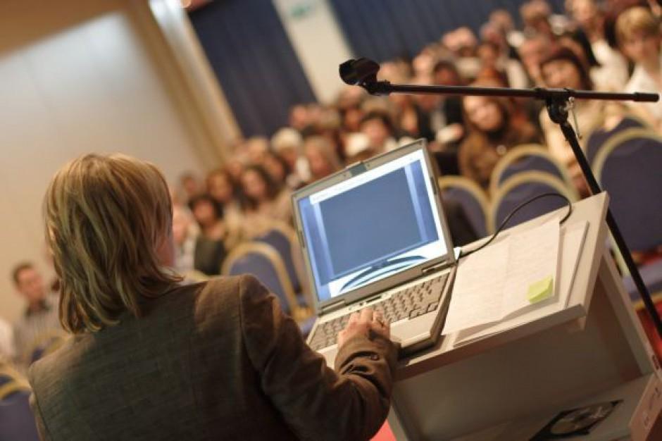 Ekspert: nauczyciel powinien uczyć umiejętności, a nie przekazywać wiedzę