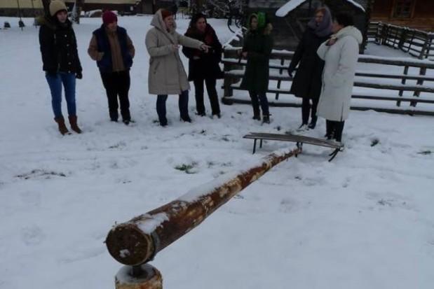 W muzeum w Węgorzewie można się ślizgać na lodowej karuzeli