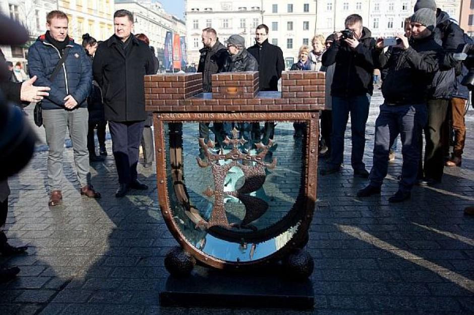 Na krakowskim rynku stanęła skarbonka na datki ratujące zabytki