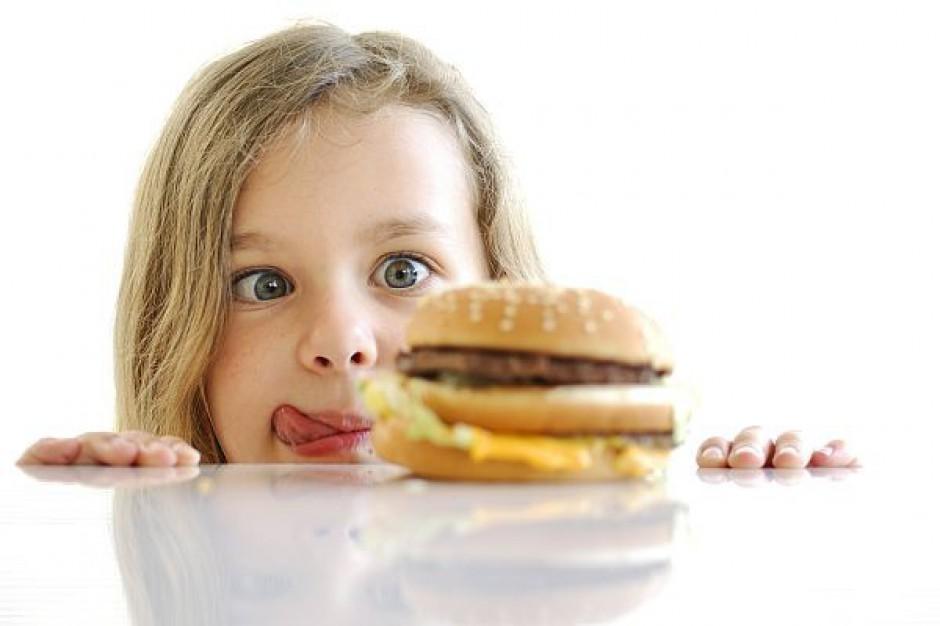"""Uczniowie nie kupią już """"śmieciowego jedzenia"""" w szkole"""