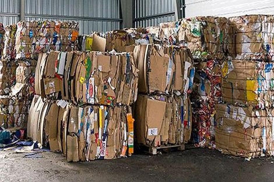 Problemy ze śmieciami w Warszawie. Urząd skontroluje firmy