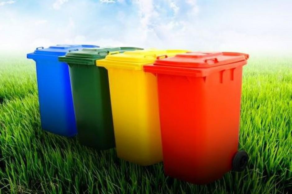 Resort środowiska chce zachęcić mieszkańców bloków do segregacji śmieci