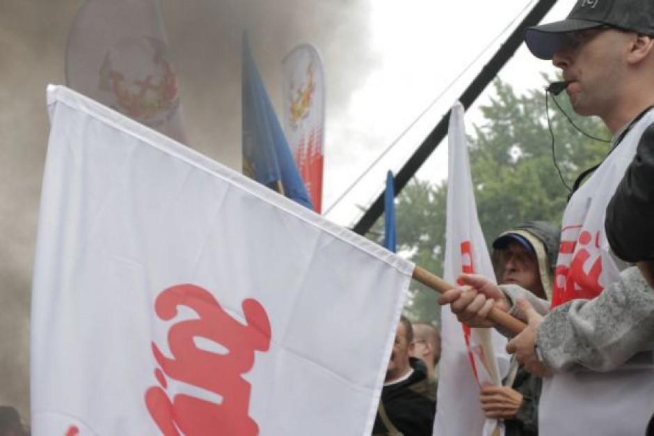 Związkowcy protestowali przeciw cięciom na kolei